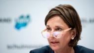 Schulministerin Yvonne Gebauer kündigte die Maskenpflicht am Montag in Düsseldorf an. (Archivbild)