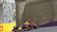 Sightseeing in Höchsttempo: Daniel Ricciardo vor der Stadtmauer.