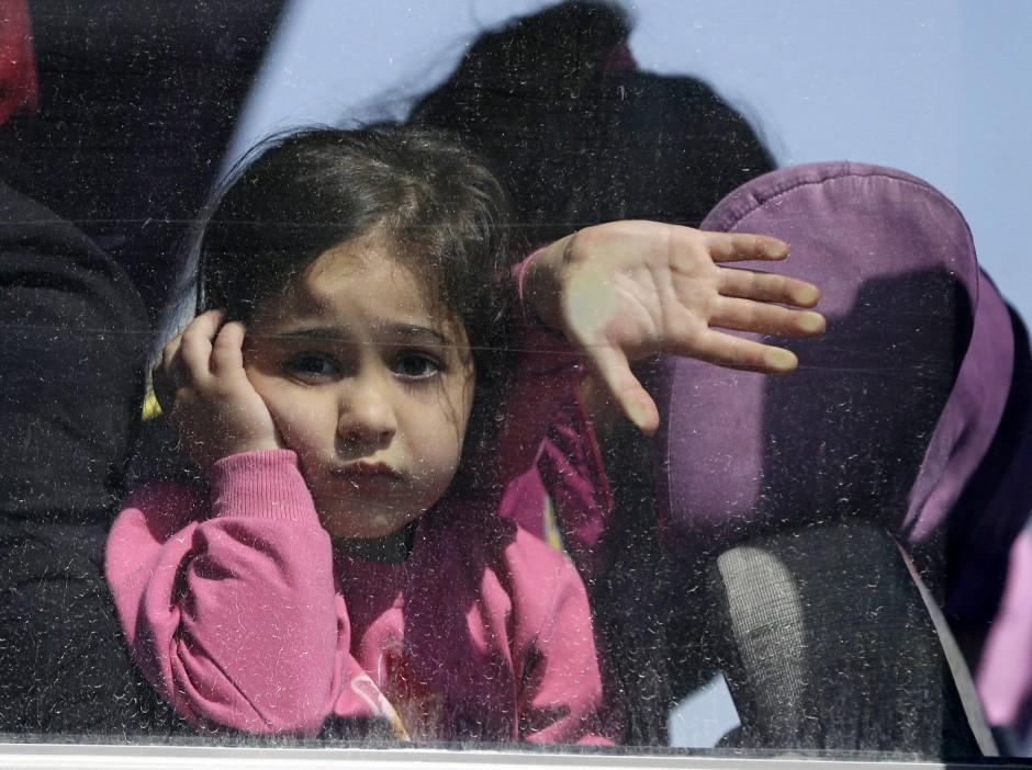 Bislang schreckt das EU-Türkei-Abkommen die Flüchtlinge auf ihrem Weg nach Europa offenbar kaum ab: Flüchtlinge am Montag nach ihrer Ankunft auf der Insel Lesbos