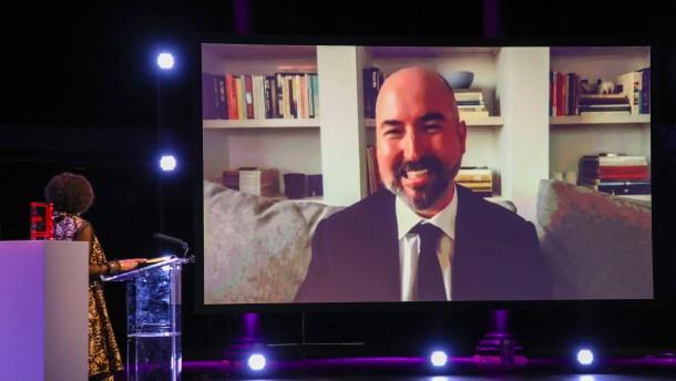 Douglas Stuart gewinnt Booker-Literaturpreis