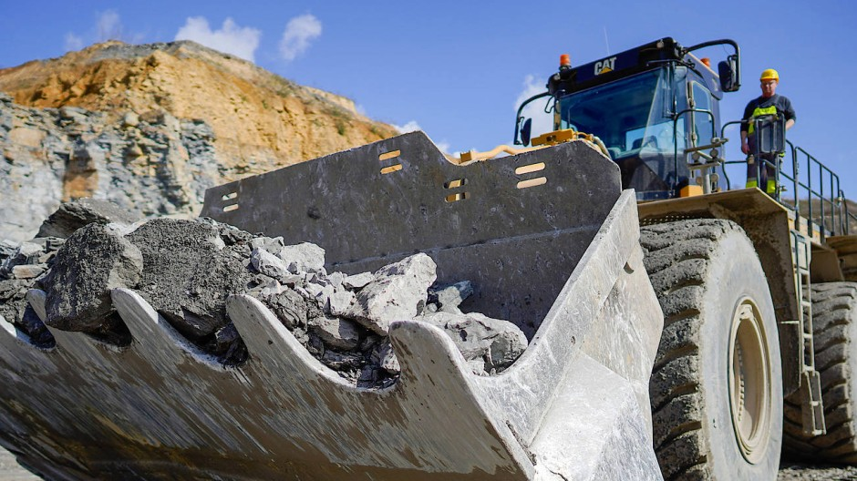 Radlader im Steinbruch des Baustoffkonzerns Heidel-Cement in Nußloch (Archivfoto)