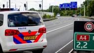 Die niederländische Polizei hat irrtümlich deutsche Touristen festgenommen – sie hielten sie für RAF-Terroristen.