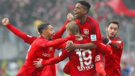 Der Jubel nach dem Treffer zum 2:1 ist bei den Leverkusenern groß.