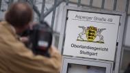 Das Oberlandesgericht Stuttgart hat ein ehemaliges IS-Mitglied zu zwei Jahren Jugendstrafe auf Bewährung verurteilt.