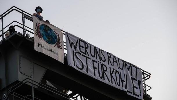 Klimaaktivisten besetzen Kraftwerke in Berlin und Mannheim