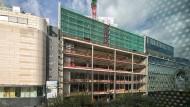 Noch im Rohbau: Im neuen Geschäftshaus Upper-Zeil gibt Kaufhof Flächen an den Bürovermieter Wework ab.