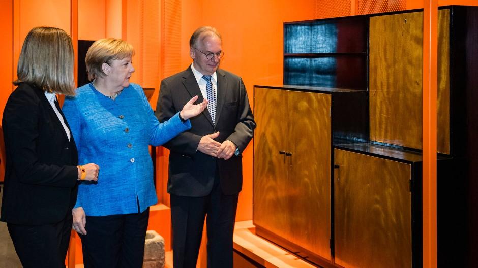 """Bauhaus als """"Leuchtturm"""" in Geschmacklosigkeiten der DDR"""