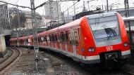 Während der Fahrt in einer Münchner S-Bahn wurde im Januar eine 18-Jährige sexuell belästigt. Das Amtsgericht München verurteilte den Täter.