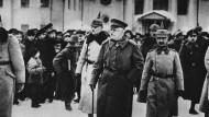 Hermann von Eichhorn (mitte), deutscher Offizier und Heerführer 1918 in Minsk.