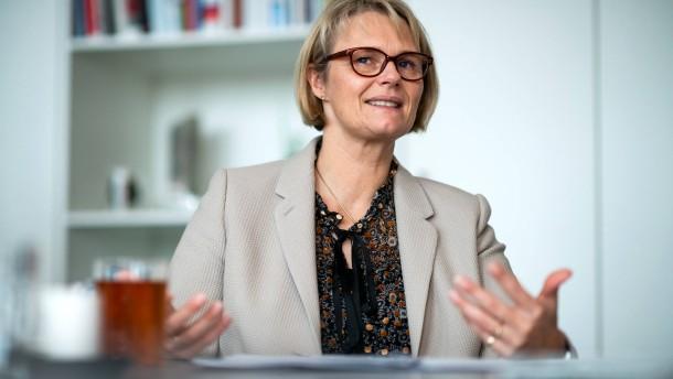 Karliczek: Kurzfristige Unterstützung für Online-Unterricht