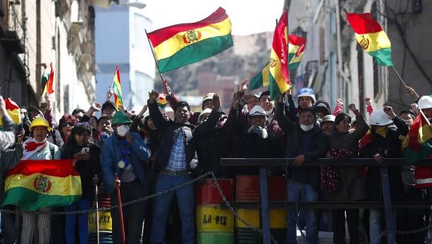 Demonstranten besetzen Zentralen von Staatssendern