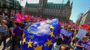 Zehntausende demonstrieren gegen Nationalismus in Europa