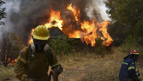 Mittelmeerländer kämpfen gegen Waldbrände