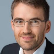 """Sebastian Balzter - Portraitaufnahme für das Blaue Buch """"Die Redaktion stellt sich vor"""" der Frankfurter Allgemeinen Zeitung"""