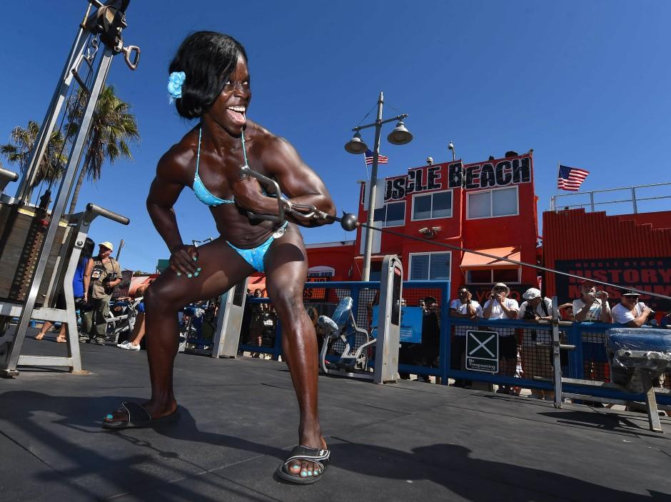 Muscle Beach Ist Der Sehnsuchtsort Für Muskelfrauen Wie Männer