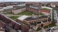 Mutmaßlicher Frauenmörder von Mithäftlingen attackiert