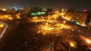 Militärrat lenkt ein - Demonstranten harren aus
