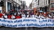 Schüler demonstrieren im April für den Erhalt aller katholischen Schulen in Hamburg