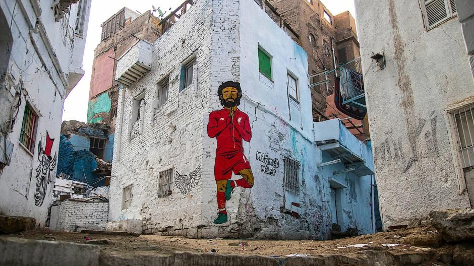 Ein Bild des ägyptischen Angreifers Mohamed Salah prangt an einer Hauswand in Kairo.