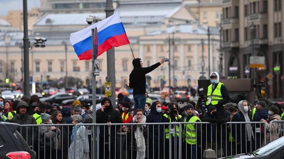 Demonstranten für Nawalnyj am Mittwochabend im Zentrum von Moskau