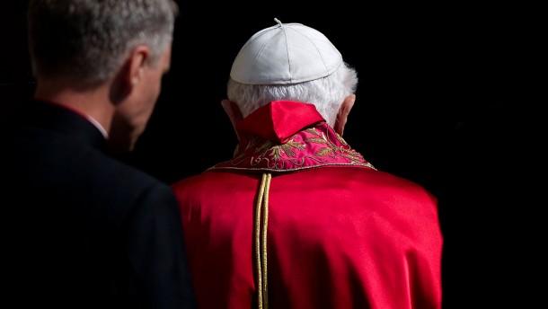 Papst Benedikt XVI. gibt Pontifikat am 28. Februar auf