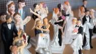 Figuren von Hochzeitspaaren in Zeulenroda