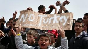 Griechenland schiebt erste Migranten in die Türkei ab