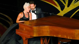 """Lady Gaga und Bradley Cooper singen """"Shallow"""""""