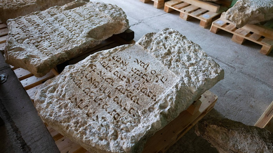 Zeugen der Geschichte: in Mainz entdeckte jüdische Grabsteine.