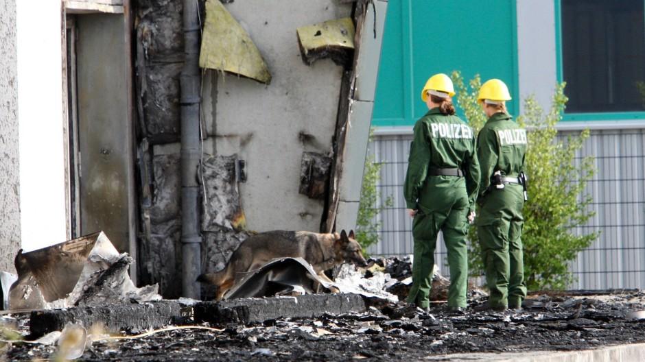 Schon am Morgen nach dem Brand in Nauen entdeckten die Ermittler der Polizei Indizien für eine gezielt vorbereitete Tat