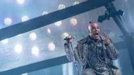 Deutsche Wertarbeit: Rammstein-Sänger Till Lindemann singt in der Frankfurter Commerzbank-Arena.