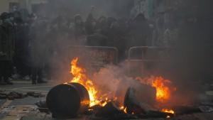 Am Streit über Essbuden entzündet sich eine Straßenschlacht in Hongkong