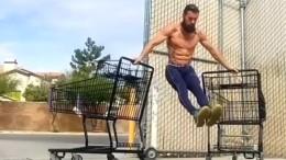 Körperkunst auf Einkaufswagen
