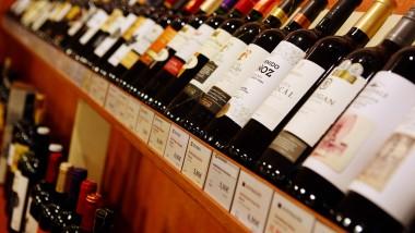In einer Filiale von Jacques Wein-Depot, die zum Weinhändler Hawesko gehört.