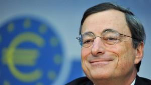 Heftiger Streit um die Rolle der EZB