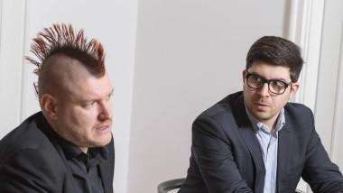 Der Internetunternehmer und Verleger Sascha Lobo (links) im Gespräch mit dem ehemaligen Fraktionsvorsitzenden der Piraten, Christopher Lauer (rechts)