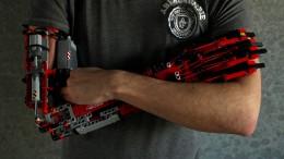 Student baut sich Lego-Prothesen