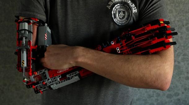 148432704a6033 Spielzeug als Hilfsmittel   Student baut sich Lego-Prothesen