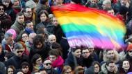 Tausende protestieren für Homo-Ehe