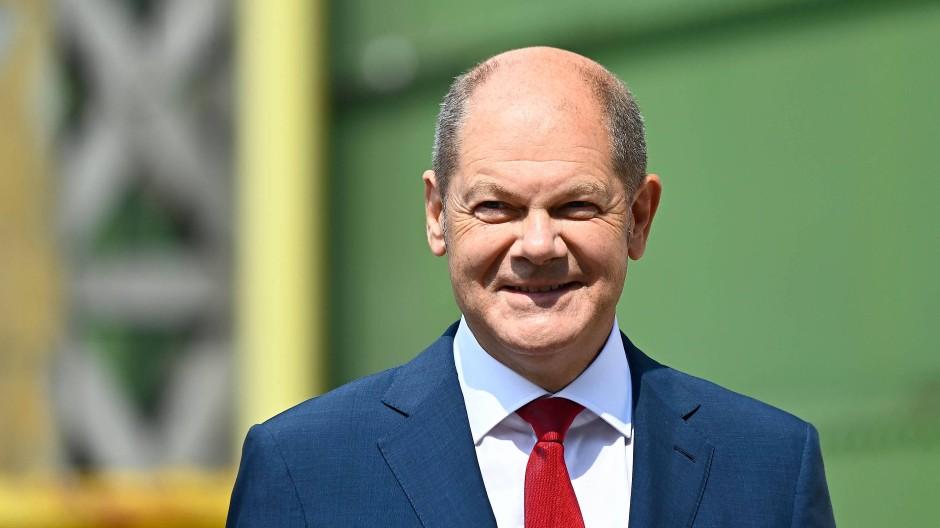 Zum Kanzlerkandidaten nominiert: Vizekanzler Olaf Scholz (SPD) am Montag vor einer Pressekonferenz in Berlin