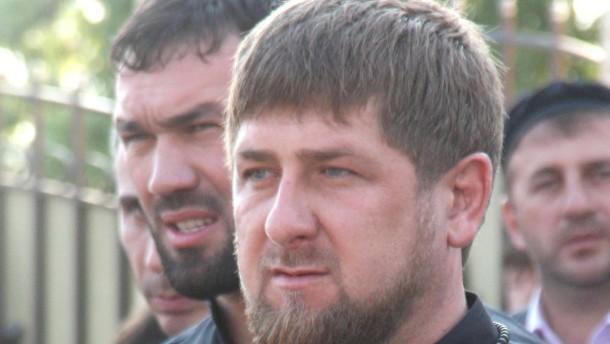 Bestellter Massenaufmarsch für Diktator Kadyrow