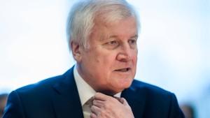 Seehofer will ausreisepflichtige Ausländer und Strafgefangene gemeinsam in Haft nehmen