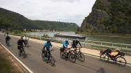 Autofrei: 30.000 Radfahrer und Skater waren links und rechts des Rheins unterwegs.