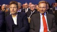 Christian Lindner (r), FDP-Vorsitzender und Robert Habeck, Grünen-Vorsitzender