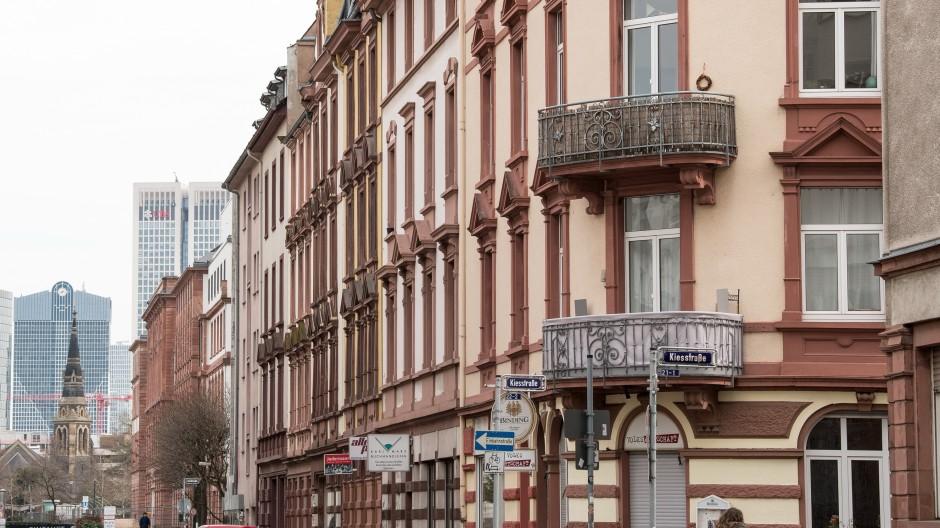 Solche Altbauten gehören oft einer Wohnungseigentümergemeinschaft, auf die kommen nun zahlreiche neue Spielregeln zu.