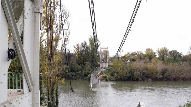 Zu schwerer Lkw verursachte wohl Brückeneinsturz