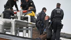 Polizei beendet Schlachthof-Besetzung von Tierrechtsaktivisten