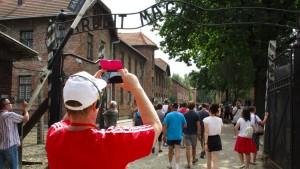 Morddrohungen nach Selfie in Auschwitz