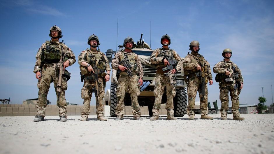 Soldaten der Bundeswehr in einem Feldlager im afghanischen Kundus (Archivbild).