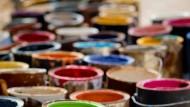 Wer mit Farbe hantiert, setzt allerhand flüchtige Kohlenwasserstoffe frei.